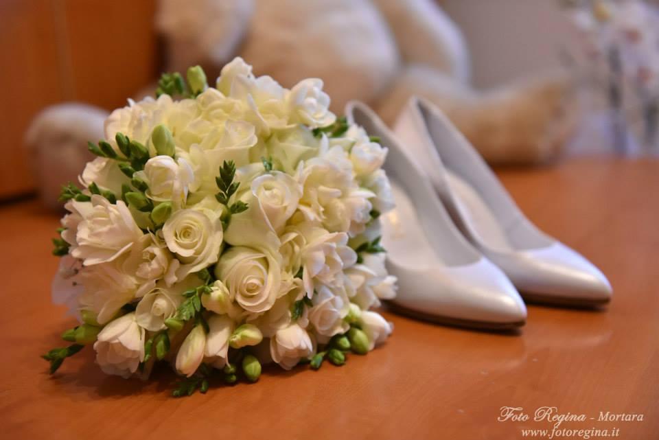 Bouquet Sposa con rose e fresie