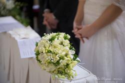Bouquet a goccia con rose e fresie