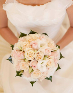 Bouquet Sposa rose bianche cipria