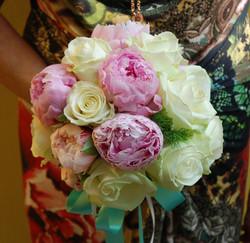 Bouquet con peonie e rose