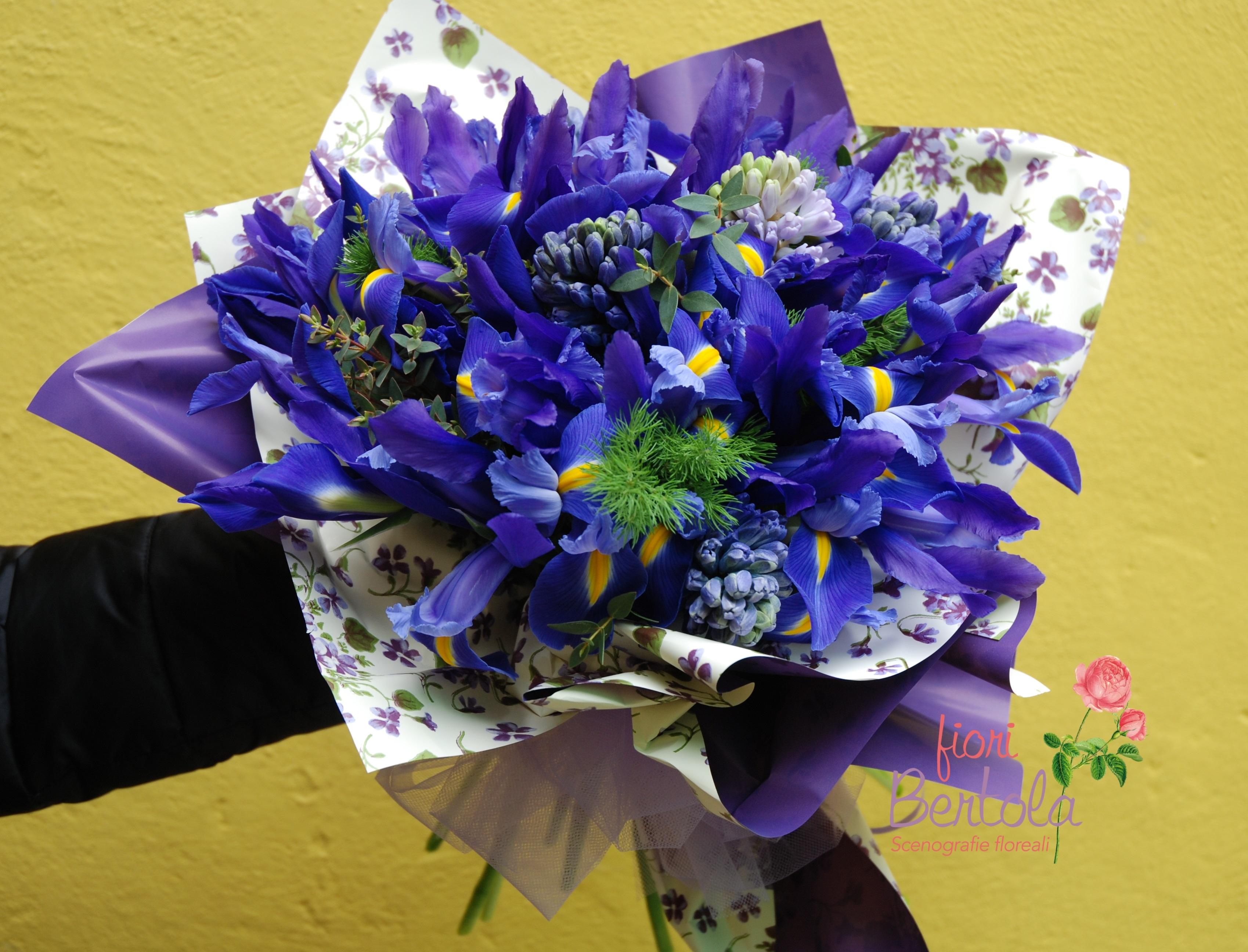 Bouquet iris e giacinti blu