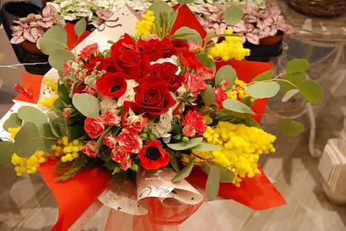 Bouquet Rosso Passione con mimosa (€25/120)