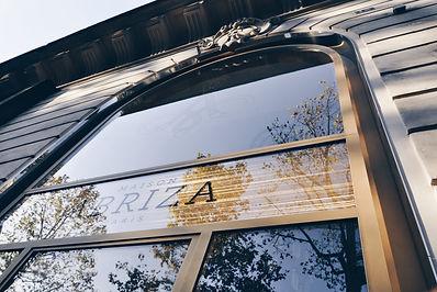 création vitrine acier verre vitrage maille tressée mallebranche par l'agence d'architecte DPLG TNT Architecture dans immeuble classé patrimoine