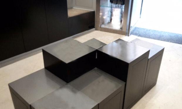 design boutique bijouterie aix en province design de stelles medium et metal brut par TNT Architecture paris architecte retail