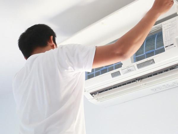 Condizionatori: è il momento della manutenzione e della pulizia