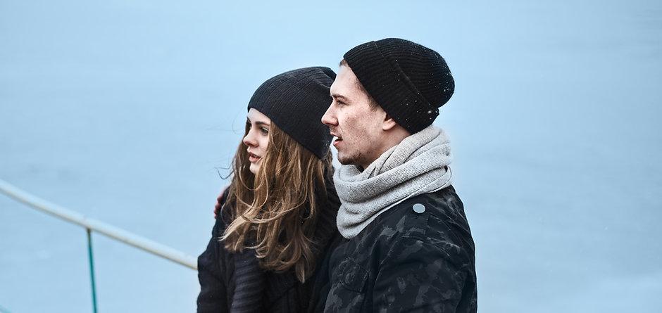 Paar stützte sich gegen Reel