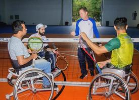 Tênis de alta performance em cadeira de rodas