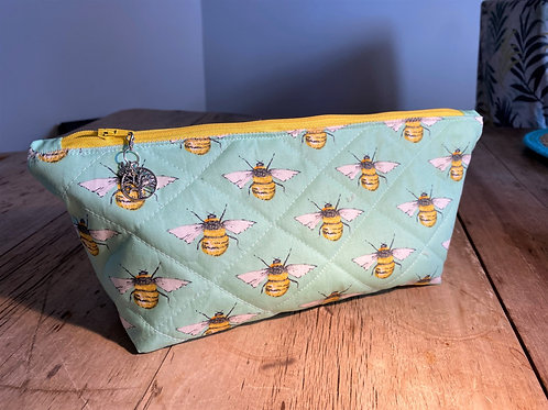 Quilted Honey Bee Longboat Make-up Bag (mint)