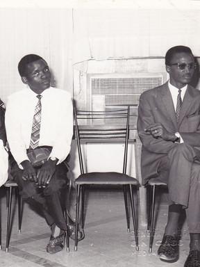 Nous trois. De gauche à droite :  Clémentine, mon Dieudonné Mukala et ma sœur Caroline en compagnie de Monsieur Aly Dioum, un membre du Cabinet du Président.