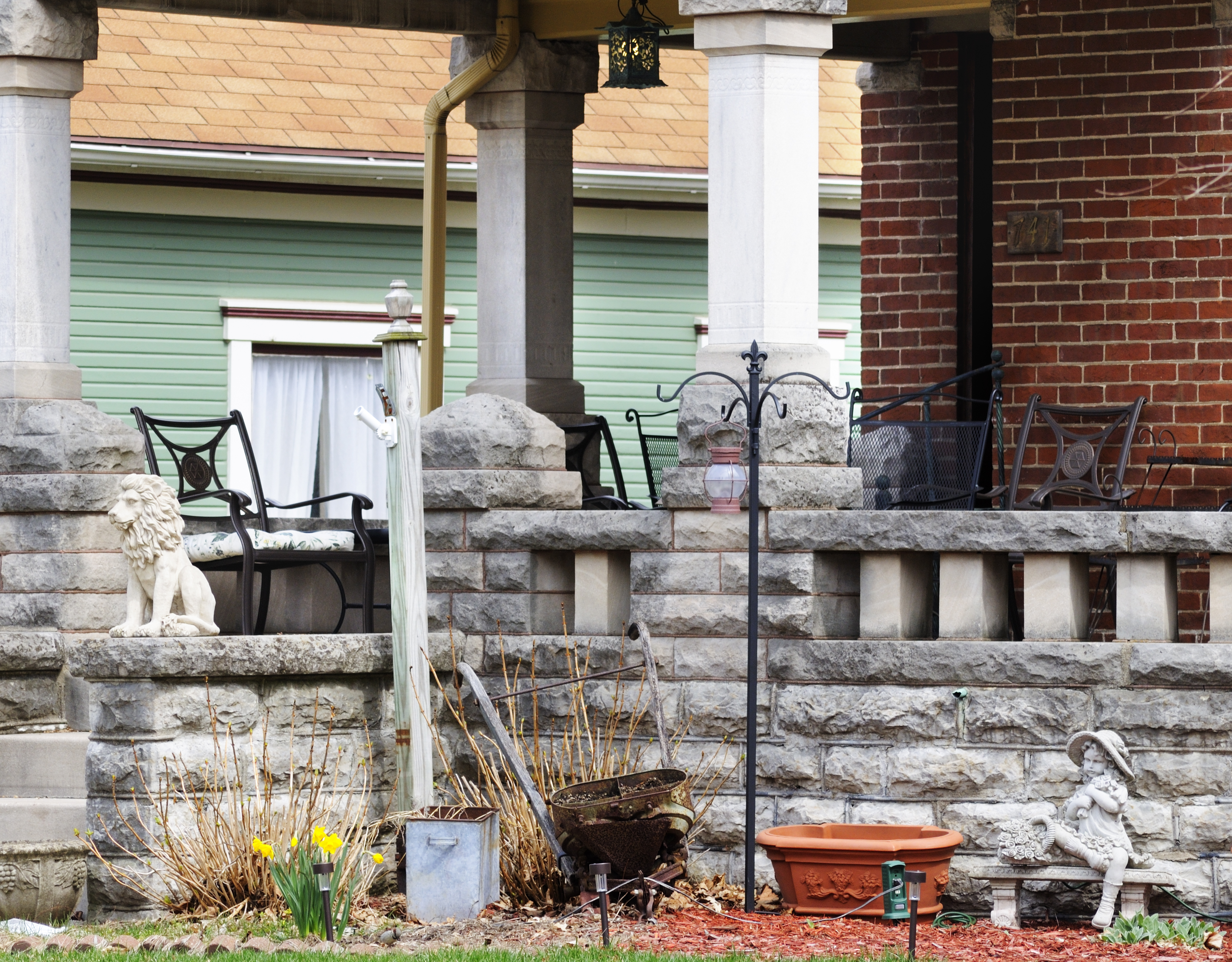 Porch 19