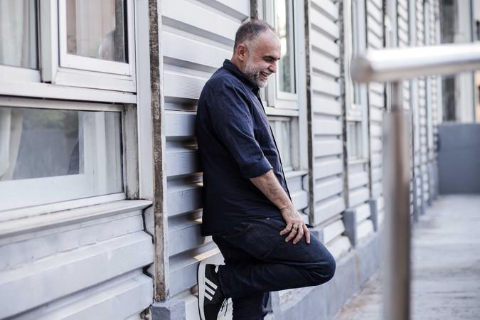 Karim Ainouz, cineasta, para revista Galeria