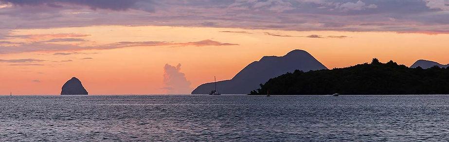 Martinique : sortie de la rade du Marin, Diamand et Morne Larcher en arrière plan.