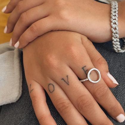 טבעת מעגל עם שיבוץ גם בצדדים