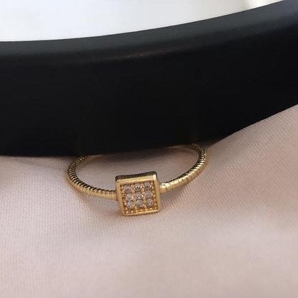 טבעת זהב ריבוע קטן משובץ