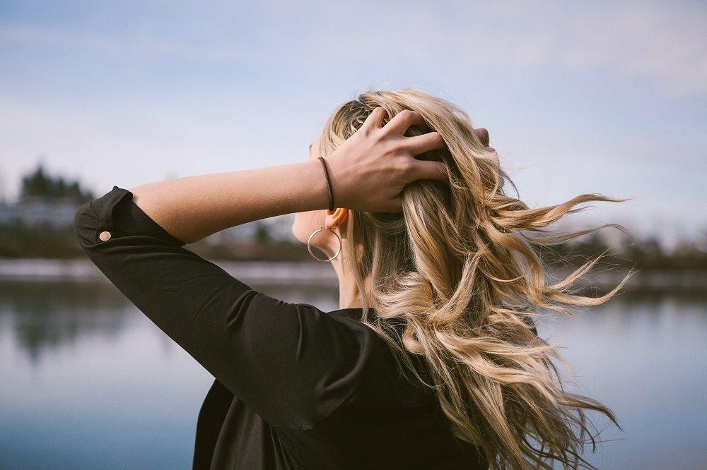 Alongamento no cabelo requer cuidados para evitar queda
