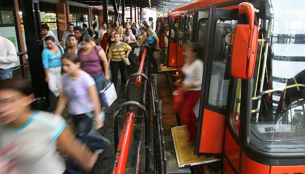 MP pede anulação de contratos de ônibus de Curitiba