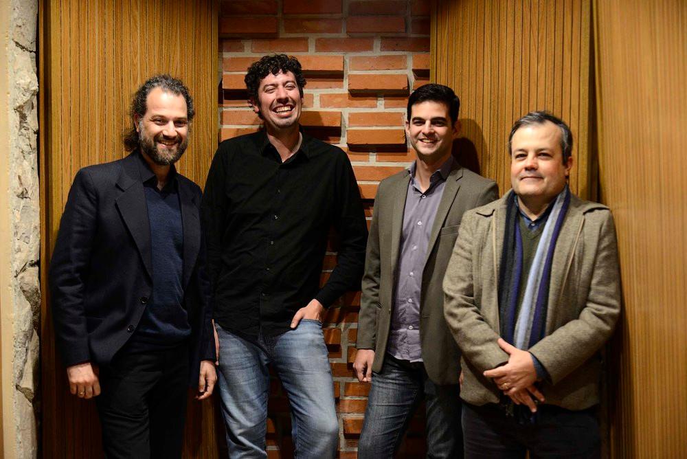 Dia 7 de março, às 20h, no Teatro Positivo – Pequeno Auditório, acontece o concerto de lançamento do CD Entalhe no Tempo, dos músicos Gabriel Schwartz (flauta), Davi Sartori (piano), Raïff Dantas Barreto (violoncelo) e Danilo Koch (percussão).