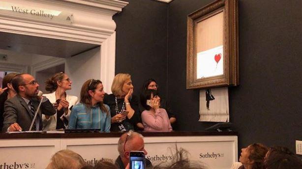 Quadro de Banksy se autodestrói em leilão da Sotheby's após venda