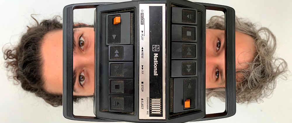 Durante o mês de novembro de 2020, a Rumo de Cultura apresenta uma série de ações online que partem de suas pesquisas no Projeto Te(a)tralogia da Manipulação. No dia 5 de novembro lança a áudio série: PEOPLE vs. TESLA – peça elétrica para ondas de rádio, além de ações formativas e o lançamento dos EPs LOVLOVLOV e PEOPLE vs. PEOPLE. As ações são destinadas a todos os públicos, com acesso gratuito.