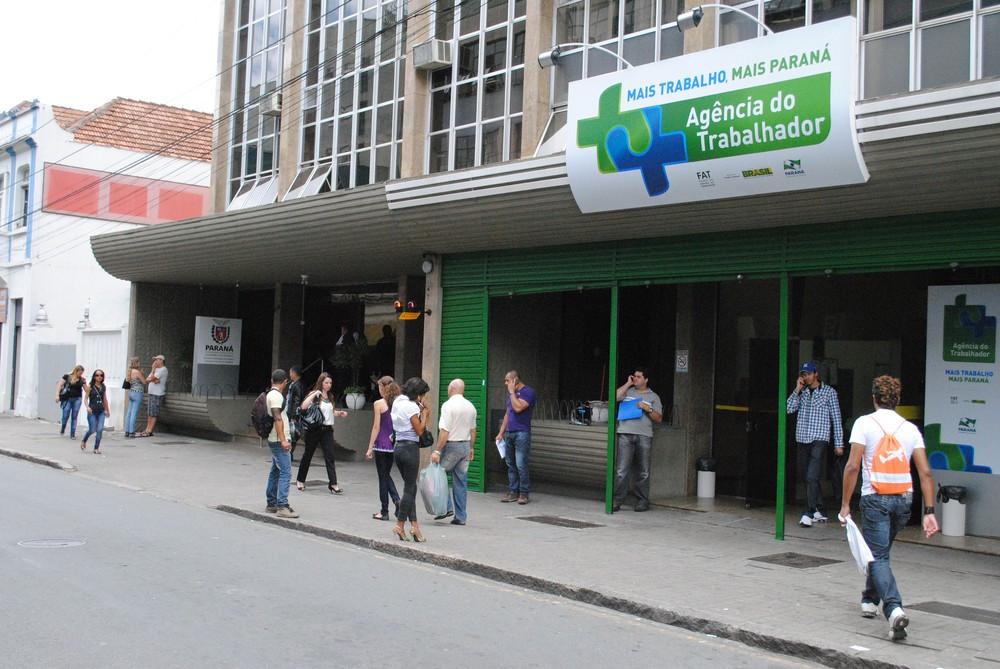 Mutirão oferece 2 mil empregos para jovens de Curitiba