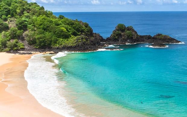 Baía do Sancho: entre as melhores praias do Brasil