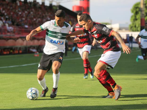 Coritiba perde para o Atlético-GO na estreia de Tcheco