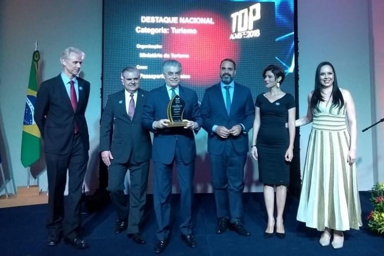 MTur recebe premiação por implementação do visto eletrônico