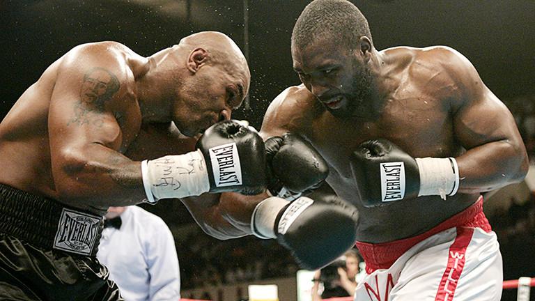 Mike Tyson era velho na época e estou muito comovido por ter vencido um grande lutador