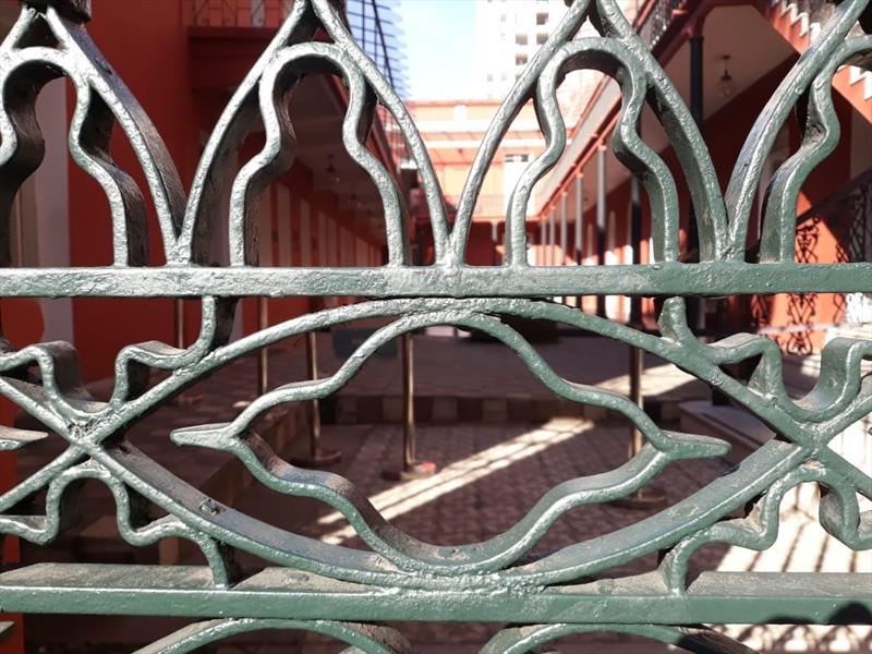 Detalhe do portão de ferro