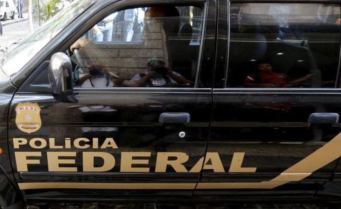 Carro da PF durante operação no Rio de Janeiro 28/07/2015 REUTERS/Sergio Moraes
