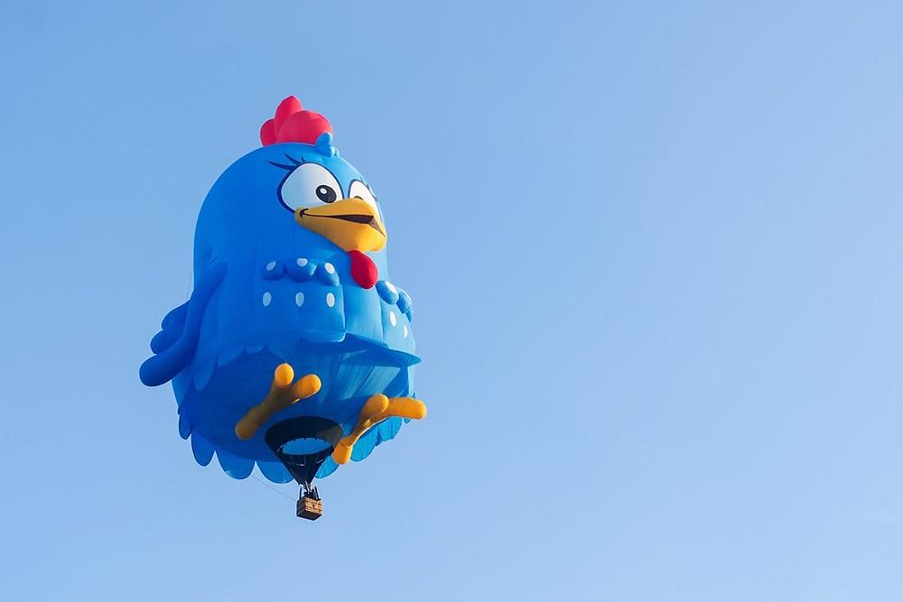 Balão da Galinha Pintadinha estará no céu do Shopping Jardim das Américas