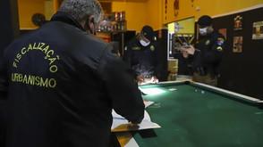 Equipes de fiscalização notificam dez bares do São Francisco