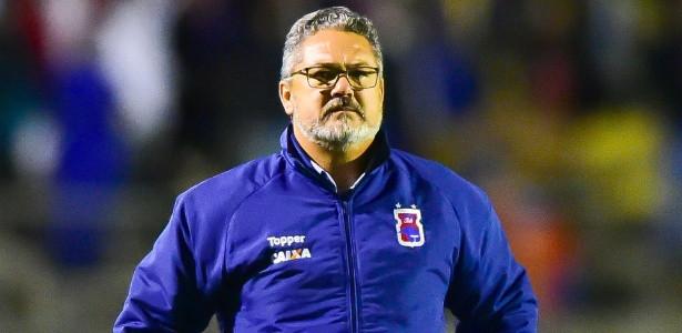 Paraná Clube demite o técnico Rogério Micale