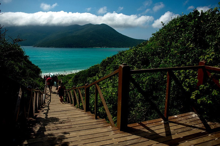 s prainhas do Pontal do Atalaia, em Arraial do Cabo, foi a 5ª praia mais bem avaliadas pela plataforma