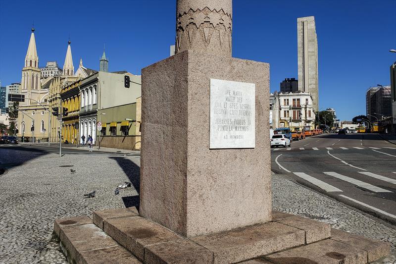 Monumento de Nossa Senhora da Luz dos Pinhais após limpeza e despiche. Curitiba, 26/05/2020. Foto: Pedro Ribas/SMCS