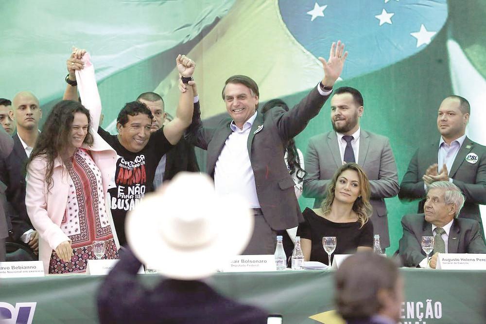 Bolsonaro adia nome de candidato a vice