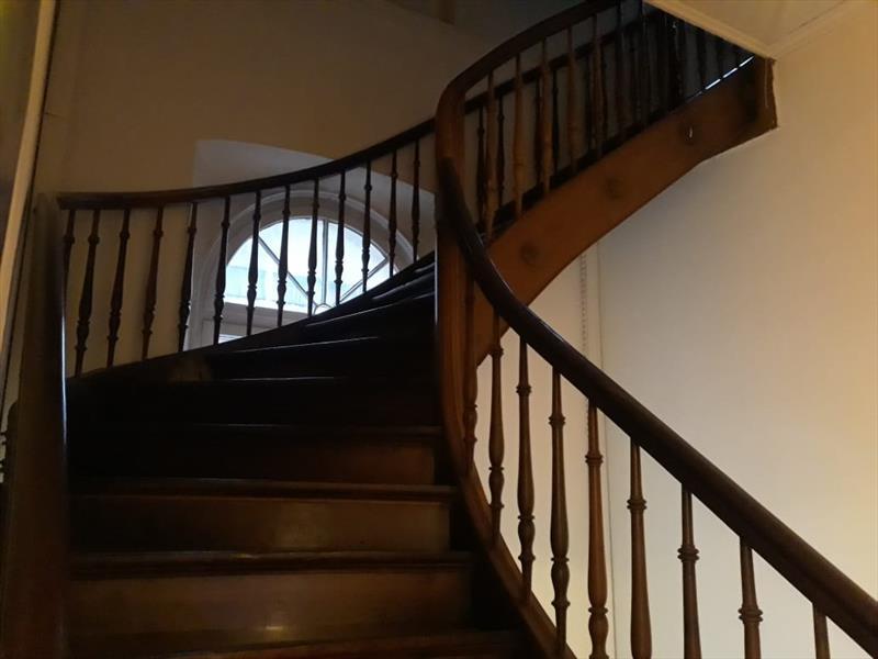 Escada caracol em madeira
