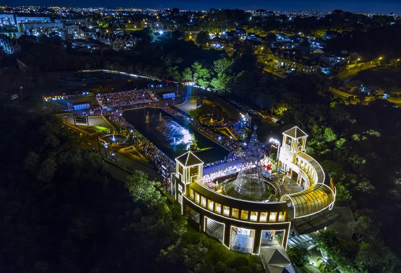 Em clima de ópera, Oratório Curitibano cria apoteose do Natal no Tanguá