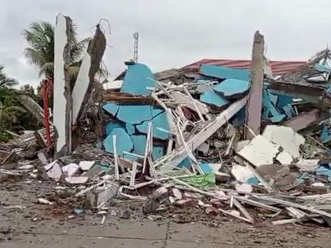 Terremoto causa desabamento de hospital na Indonésia