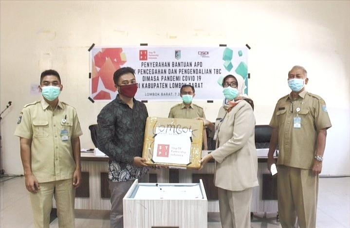 Tetap Waspada TBC Saat Pandemi, STPI dan CISDI Salurkan APD ke Lombok Barat