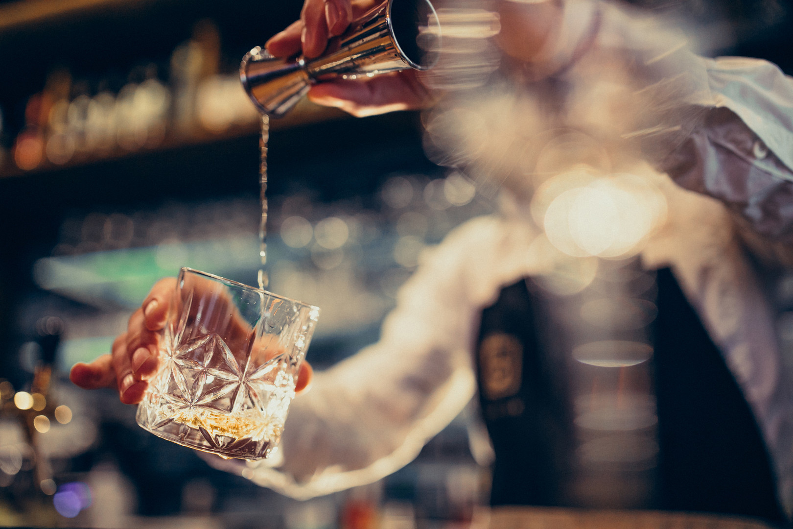 handsome-bartender-making-drinking-cockt