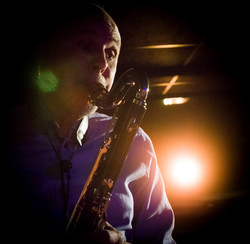 Thomas på saxofon