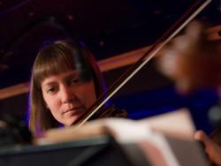 Anna spelar fiol