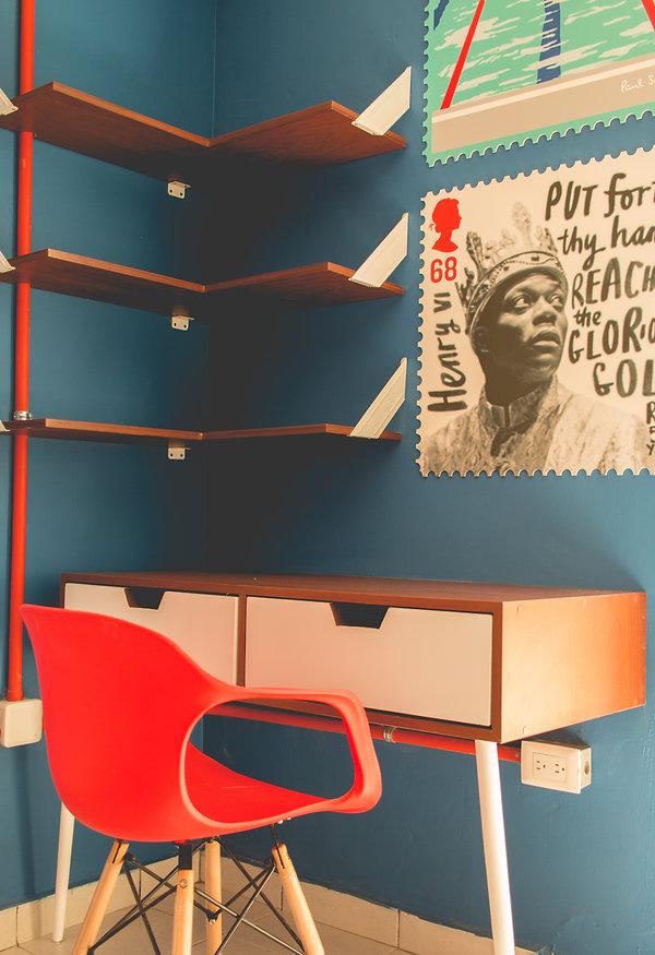 Interior hostal, timbres postales, postage stamps