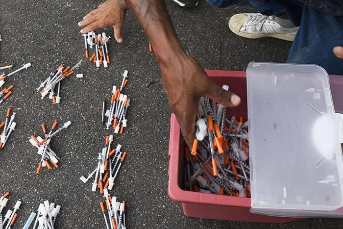 intercambio de jeringuillas busca detener el contagio de VHC y VIH/SIDA entre los usuarios de drogas intravenosas. (Ricardo Alcaraz/Diálogo)