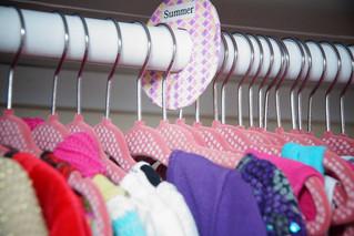 استخدمى الالوان لتنسيق خزانة الملابس