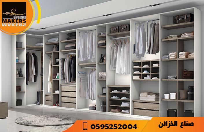 غرفة الملابس من صناع الخزائن