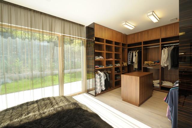 غرفة ملابس للرجال