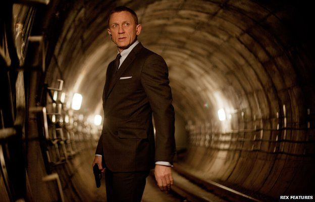 除了Skyfall(007:空降危機),狄金斯與導演山姆曼德斯(Sam Mendes)也在Jarhead(鍋蓋頭)及Revolutionary Road(真愛旅程)兩部電影合作
