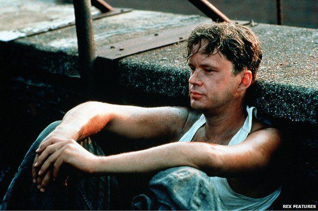 Shawshank Redemption(刺激1995)讓狄金斯獲得他的第一個奧斯卡提名,並獲得美國電影攝影師協會(American Society of Cinematographers – ASC)的獎項。